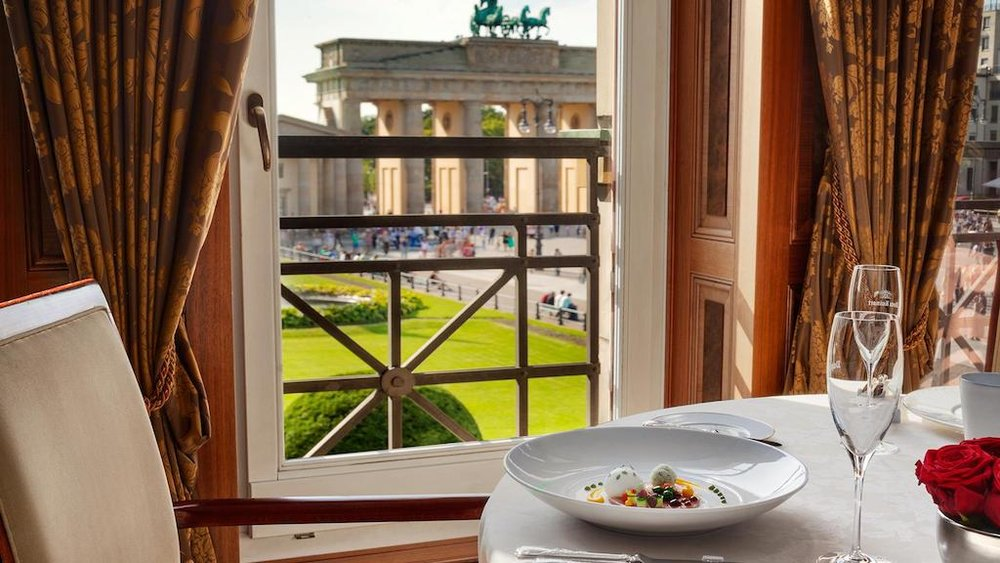 The Brandenburg Gate at Breakfast © Hotel Adlon