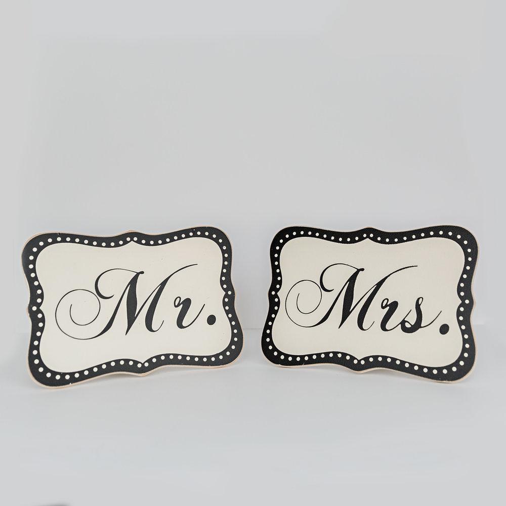 Wooden Mr&Mrs Sign  >>>$3.00 set<<<
