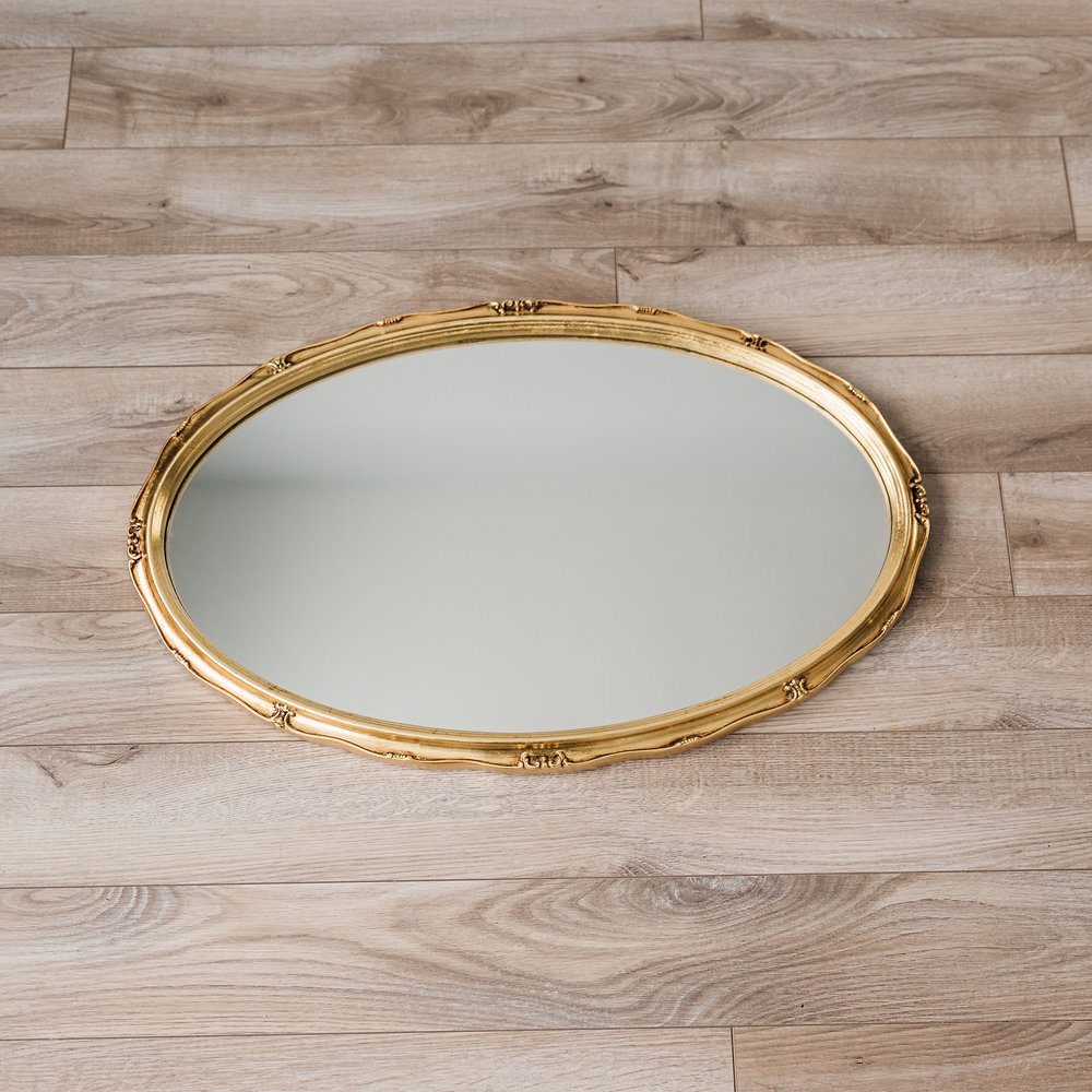 Gold Framed Mirror  dimensions: 27.5 inches x 17 inches >>>$6.00<<<
