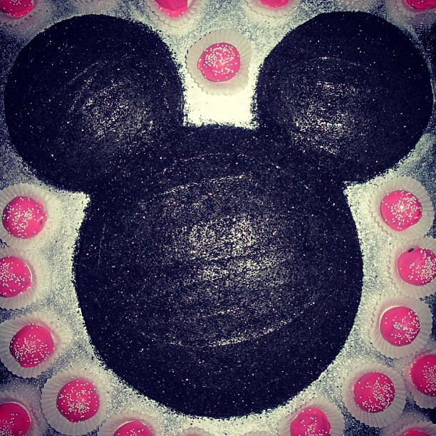 flour-shop-mickey-cake