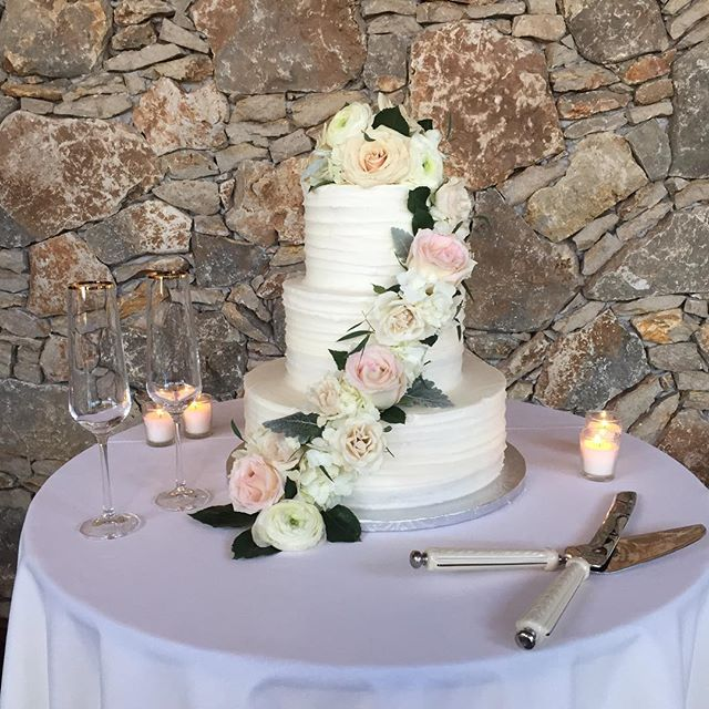 Beautiful florals of blush pink and cream enhance lovely cake for an evening to remember for Carly+Derek