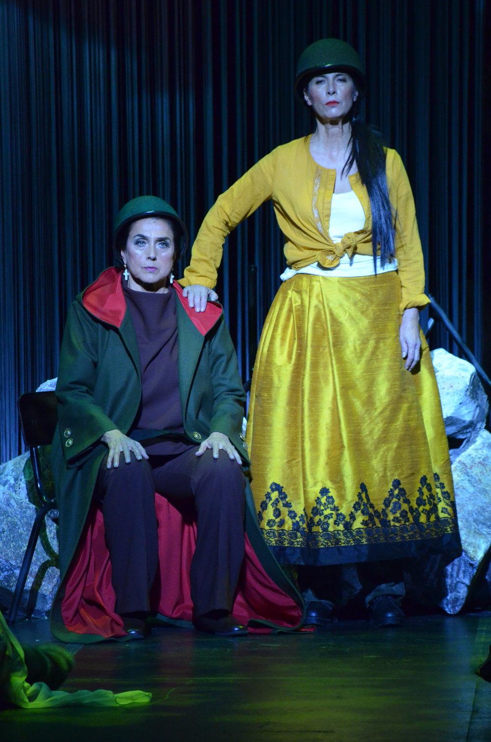 E Habrá que cantar en los tiempos difíciles? Teatro Colon, Bogota, Colombia