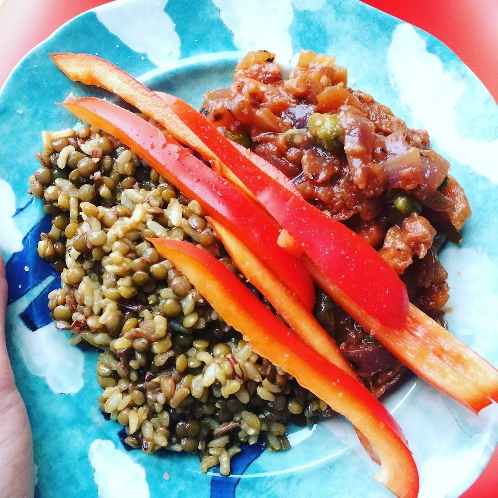 Awesome #veggiedinner: Lentils and brown rice paired with fresh red peppers and #caponata (a Sicilian dish made from #eggplant, tomato, onions, and #capers). Thanks for the inspiration @fiorellaeats !  http://ift.tt/1Ktn7NH