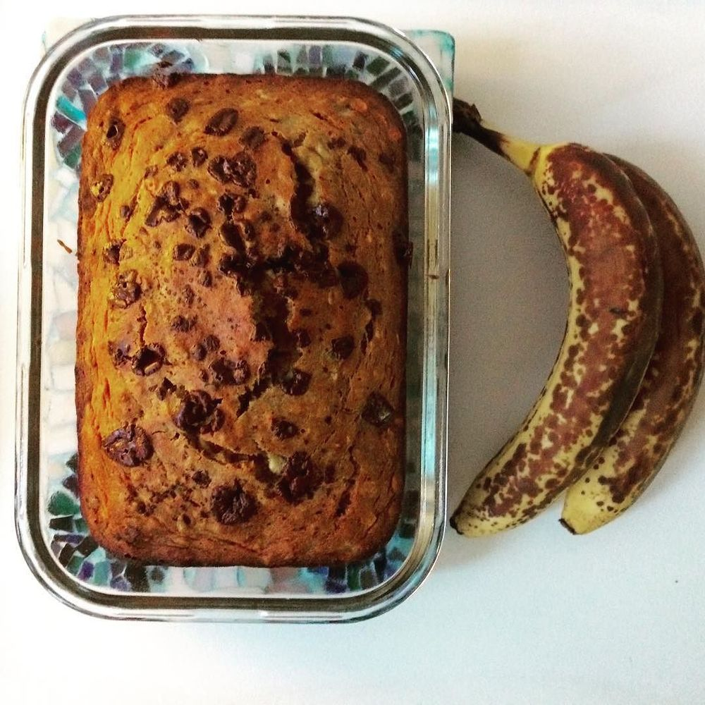 I can't help it. If I have almost-rotten #bananas, I am making my #OneBowl #BananaNutBread. Just a few tweaks to last one. Key word: #darkchocolate.    Wet ingredients: ½ cup #oliveoill, 1/3 cup #maplesyrup, 2 tsp vanilla extract, 2 large eggs, and 2-3 VERY #ripebananas (as pictured). Ripe bananas are sweeter and therefore you can get away with using less added sugars.   Dry ingredients: 1 cup whole wheat flour, ½ cup #oats, ½ cup #walnuts, ¾ tsp baking soda, and ¼ cup of #raisins, and ¼ cup chocolate (85%!) 1) Preheat oven to 375 degrees.  2) Combine wet ingredients in large bowl, adding bananas last.  3) Then add dry ingredients to the SAME BOWL one by one, starting with the flour.  4) Pour into greased loaf pan and garnish with a little more dark chocolate.   5) Bake for 40 minutes.  Enjoy (in moderation)! :) #bushwick #bushwicknutrition #healthybananabread #lazynutritionist #lazynutrition #inmoderation  http://ift.tt/1SQIZSq