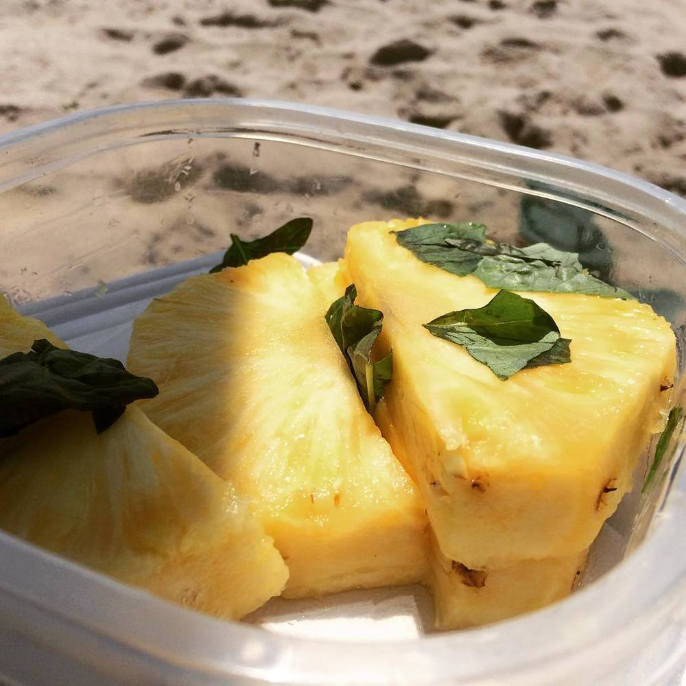 #Pineapple with #basil at the #beach. What more do you need?! #lovethebeach #FreshBasil  #vitaminC #vitaminD #riispark #rockaways #bushwicknutrition #bushwick #lazynutritionist #lazynutrition