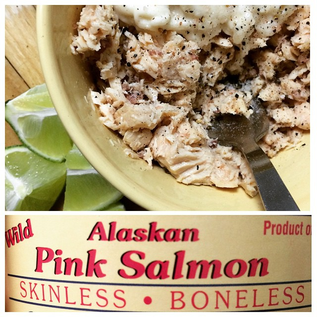 #CannedSalmon!!! If you are like me, you love fish but you definitely don't like the smell of it after cooking. Canned salmon has a ton of #omega3fattycids, #calcium, and #protein. And wild, Alaskan salmon has very low #mercury levels. I mixed it with #horseradish (an underused condiment, if you ask me…), lime, and S&P. Follow @lazynutritionist for more tips and tricks to healthy eating! #bushwick #salmon #healthyfat