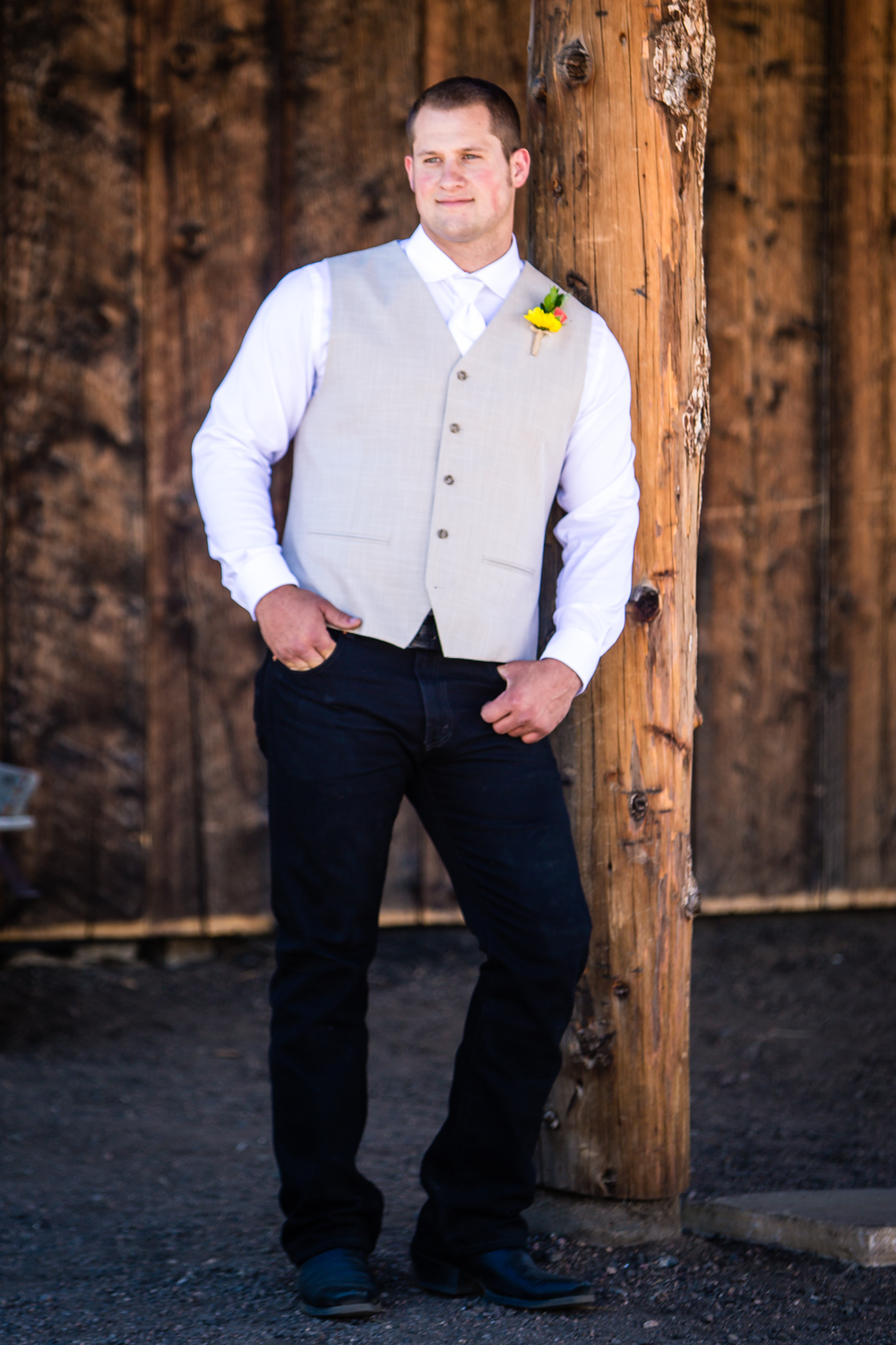 Groomals.The barn at Evergreen Memorial. Photographed by JMGant Photography.