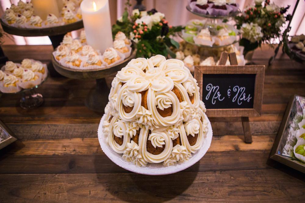 Wedding cake details at Highlands Ranch Mansion.  hotographed by JMGant Photography, Denver Colorado wedding photographer.