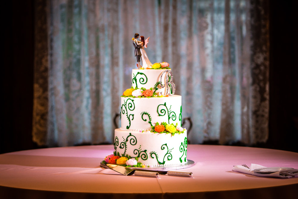 Romana Cake House wedding cake. Photographed by JMGant Photography.