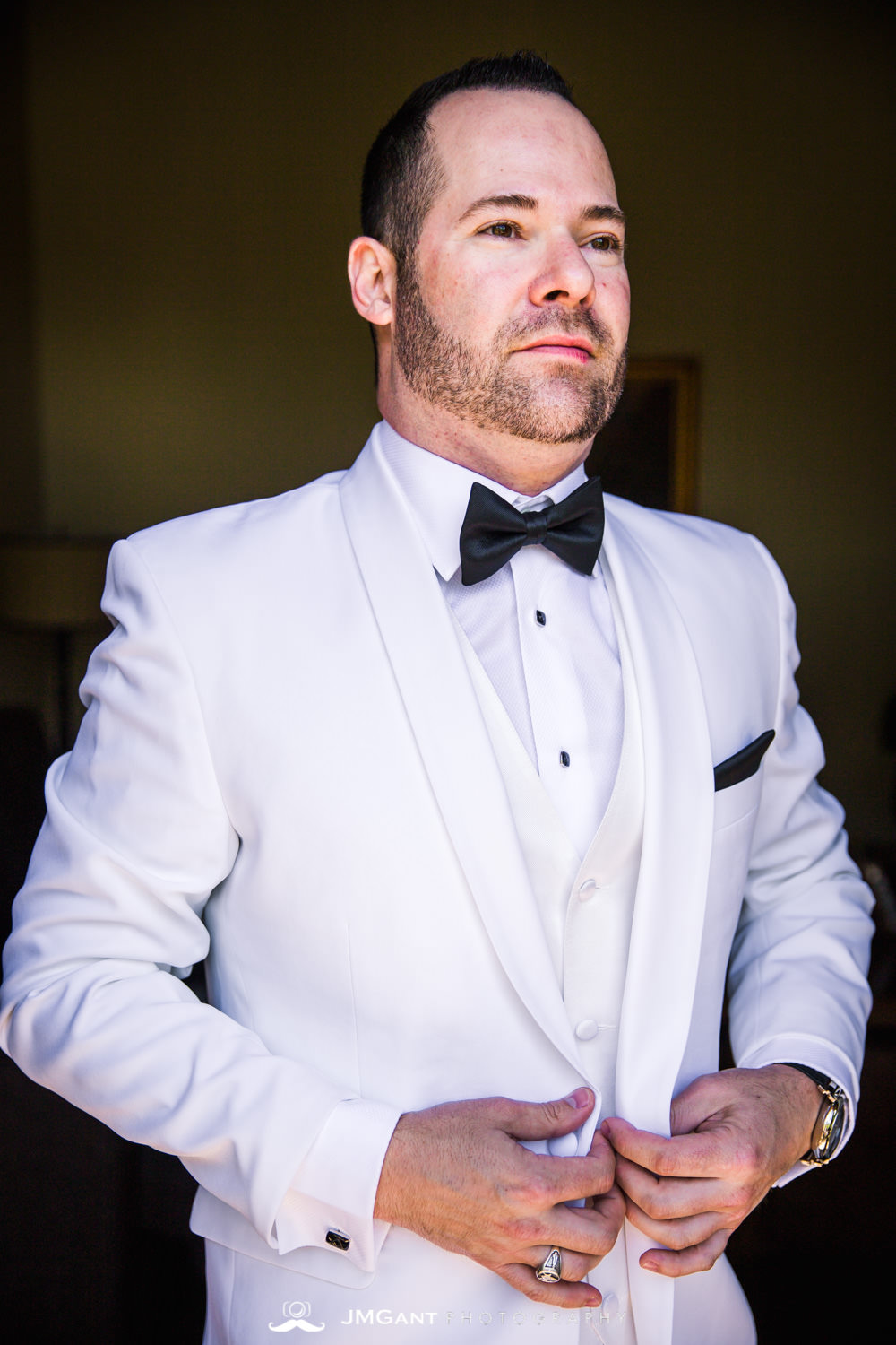 Vail Colorado Wedding | Groom and groomsmen getting ready | Colorado wedding photographer | © JMGant Photography | http://www.jmgantphotography.com/