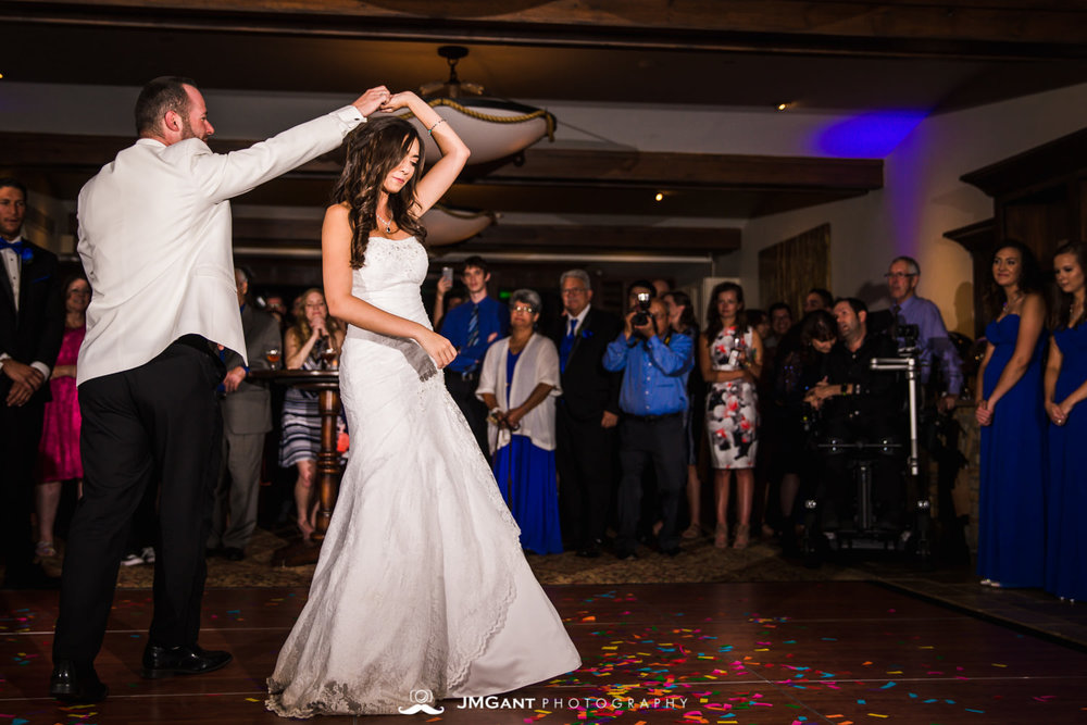 Vail Colorado Wedding | First dance | Colorado wedding photographer | © JMGant Photography | http://www.jmgantphotography.com/