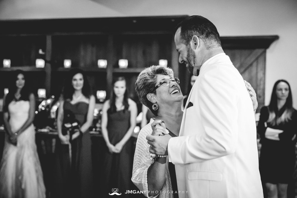 Vail Colorado Wedding | Mother son dance | Colorado wedding photographer | © JMGant Photography | http://www.jmgantphotography.com/