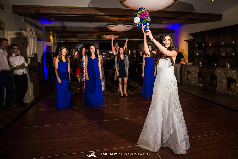 Vail Colorado Wedding | Bouquet toss | Colorado wedding photographer | © JMGant Photography | http://www.jmgantphotography.com/