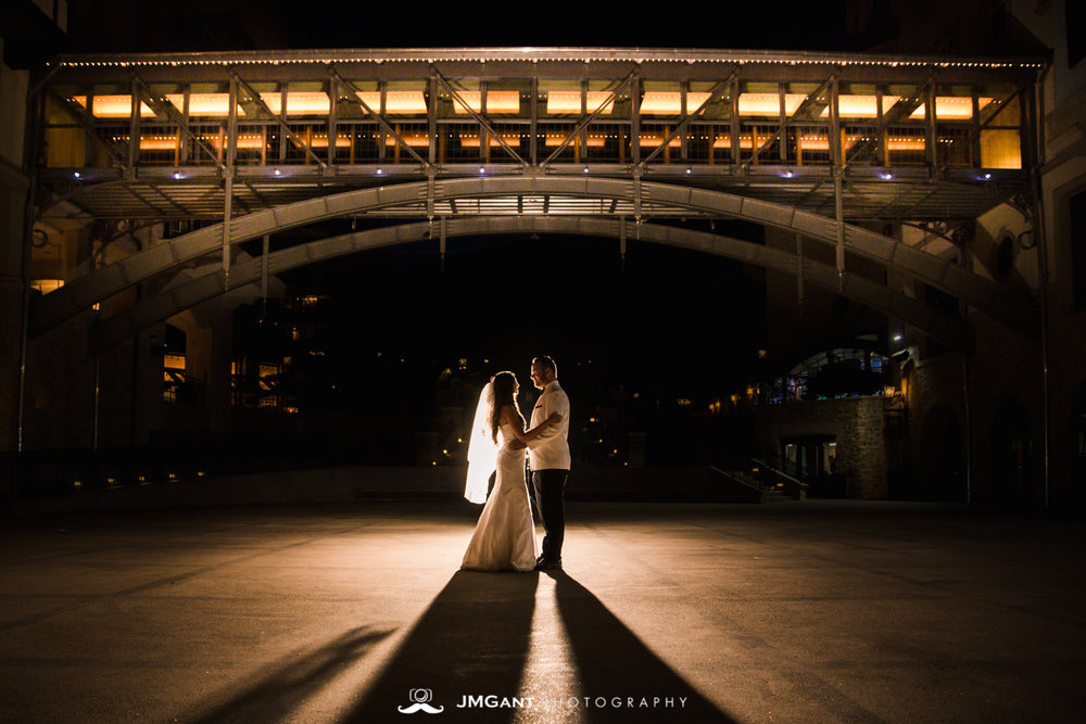 Vail Colorado Wedding | Vail village | Colorado wedding photographer | © JMGant Photography | http://www.jmgantphotography.com/