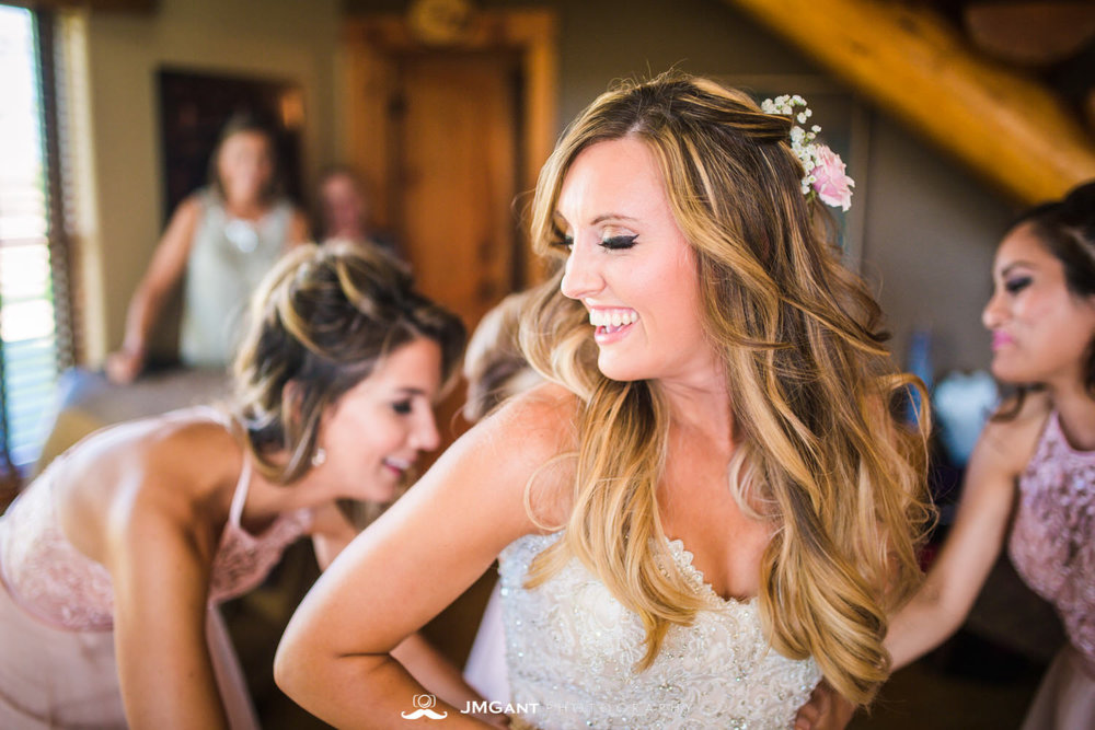 Platte River Fort Wedding | Bride getting ready | Greeley Colorado wedding photographer | © JMGant Photography | http://www.jmgantphotography.com/