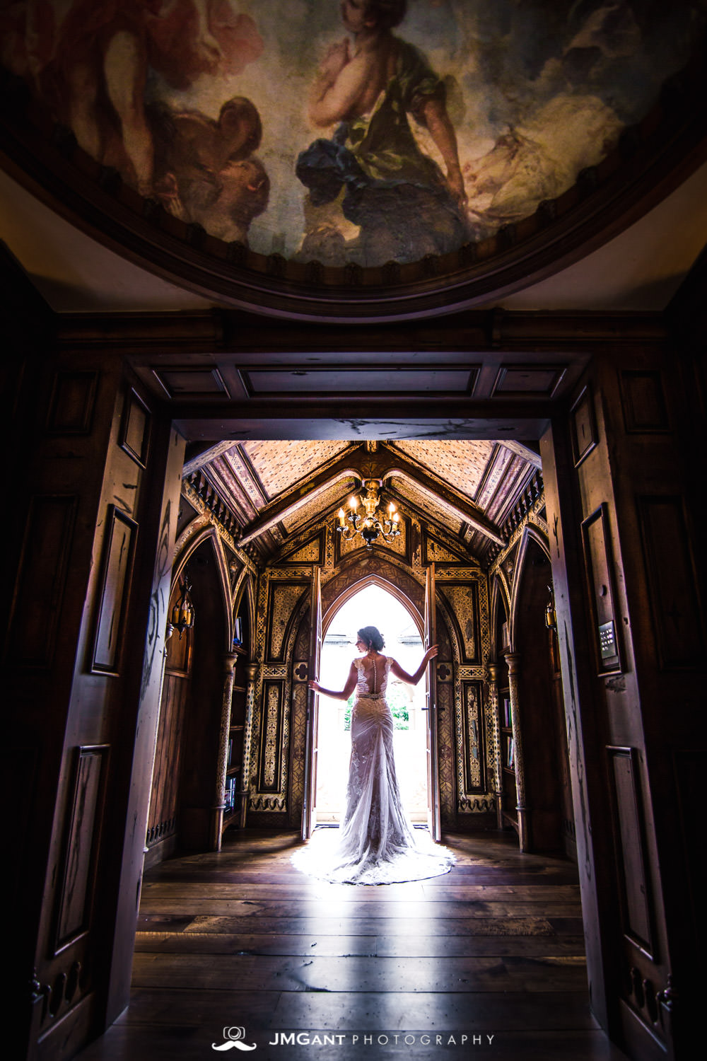 Denver Colorado Wedding | Bridals in beautiful mansion | Colorado wedding photographer | © JMGant Photography | http://www.jmgantphotography.com/