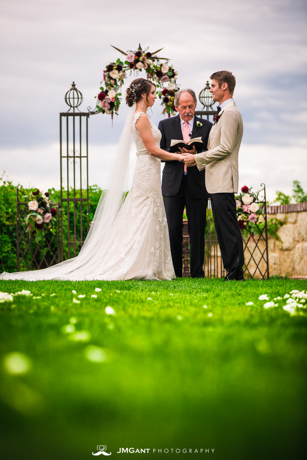 Denver Colorado Wedding | Wedding ceremony | Colorado wedding photographer | © JMGant Photography | http://www.jmgantphotography.com/