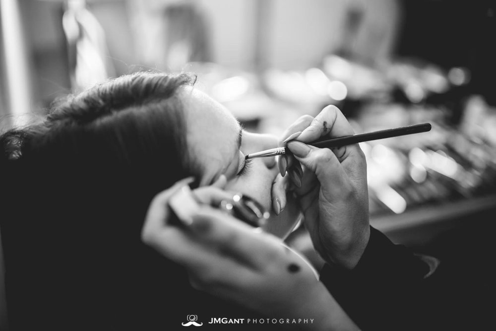 Anthony Chapel Wedding | bridal party getting ready | Hot Springs Arkansas Wedding photographer | © JMGant Photography | http://www.jmgantphotography.com/