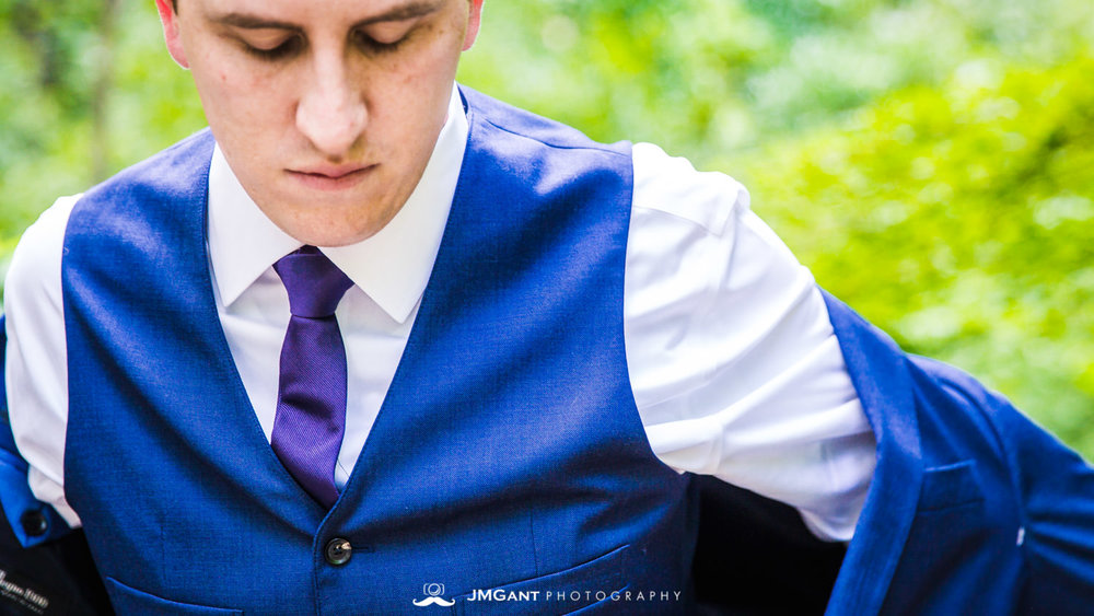 Anthony Chapel Wedding | groom getting ready | Hot Springs Arkansas Wedding photographer | © JMGant Photography | http://www.jmgantphotography.com/