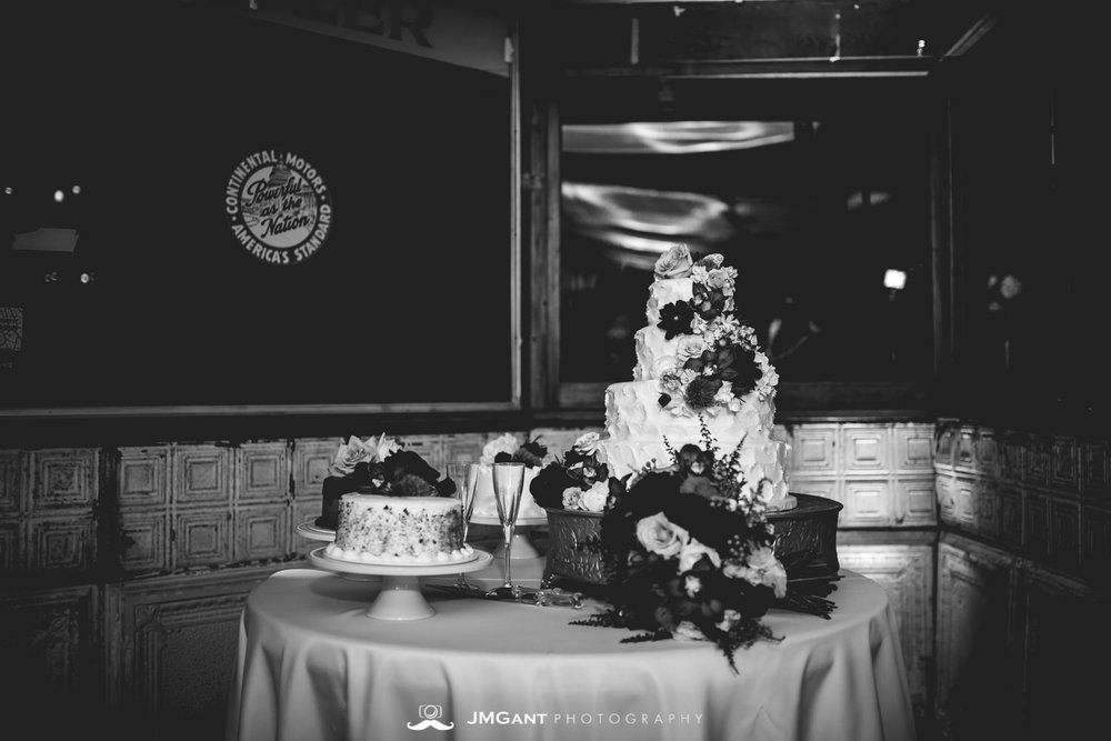 Anthony Chapel Wedding | decorations and details | Hot Springs Arkansas Wedding photographer | © JMGant Photography | http://www.jmgantphotography.com/