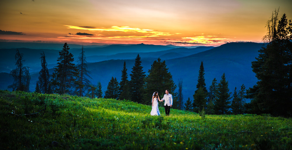 Vail Colorado Wedding | Bride and groom mountain top sunset | Colorado wedding photographer | © JMGant Photography | http://www.jmgantphotography.com/