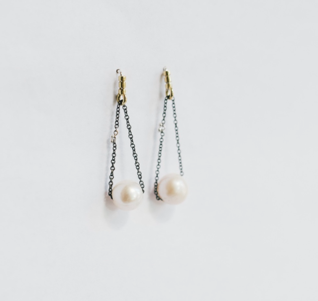 Kiersten Crowley chain pearl drop earring