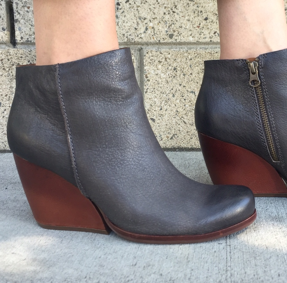 Also available in a fog grey with an earthy wood wedge.