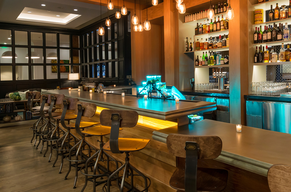 Hotel Indigo Savannah Historic District_SAVID_Five Oaks Taproom_Bar.jpg