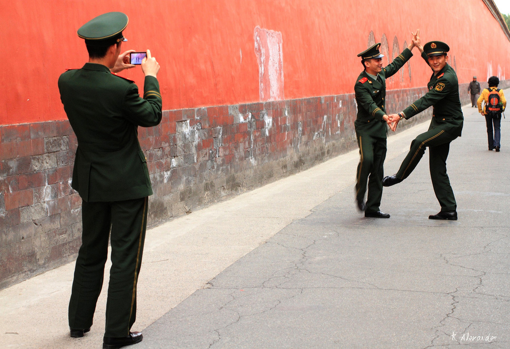Beijing soldier boys do a routine. Photograph: Kalexander2010