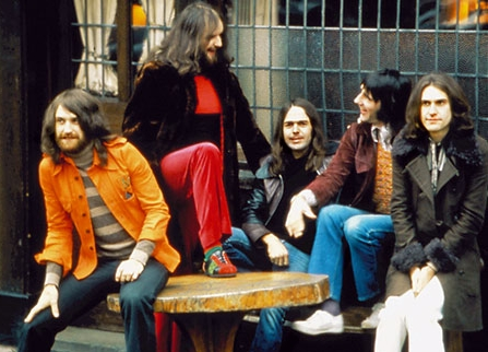 The Kinks in 1972 with Ray Davies on the right