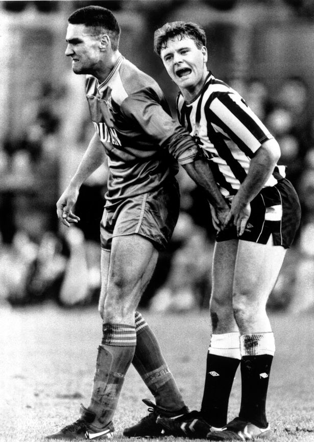 Or … grab the ball? Vinnie and Gazza indulging in some alternative off-the-ball bollocks