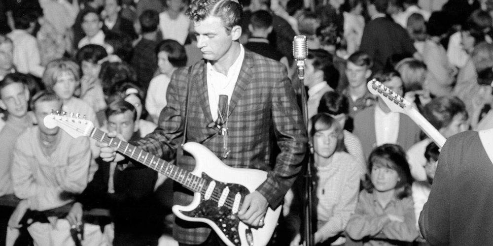Dick Dale with the Del-Tones in 1962 with his left-hand Fender Stratocaster