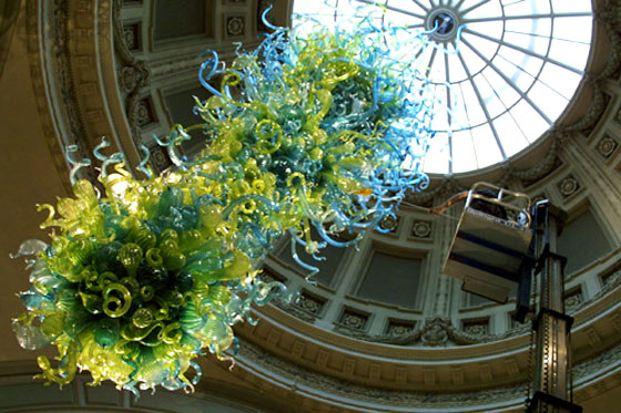 Dale Chihuly chandelier at the Victoria and Albert Museum. Well glassy.