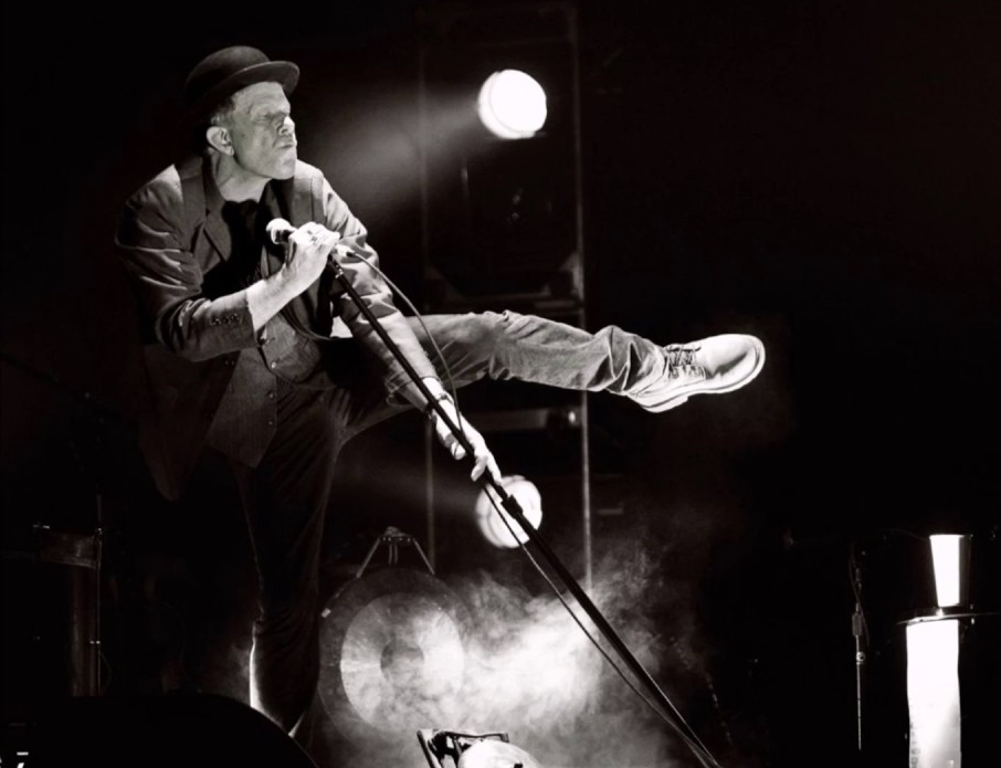 Howling, growling, tenderly looming: Tom Waits is a moon poet
