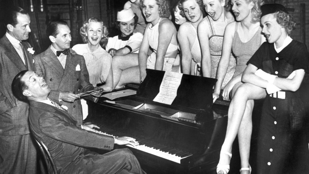 The silver-tongued Cole Porter entertains friends in the 1940s