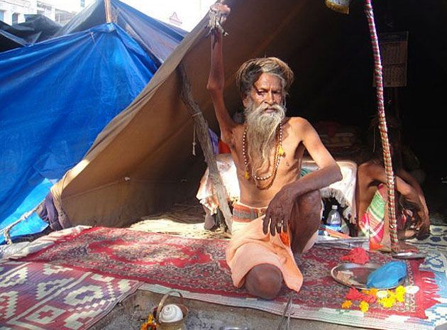 Arm raiser Mahant Amar Bharti, keeping it up since '73
