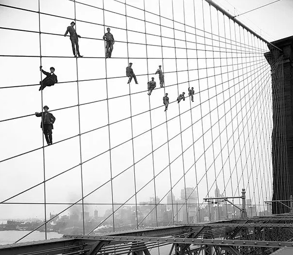 Web of beauty: Painters on the Brooklyn Bridge, New York, in 1914