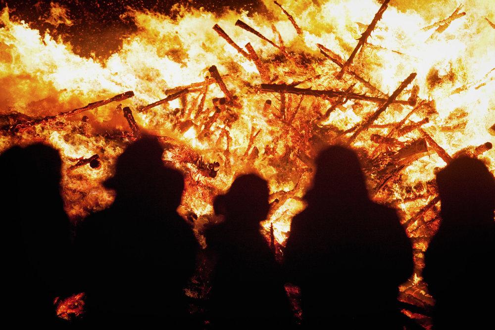 bonefire-crowd-trees-1.jpg