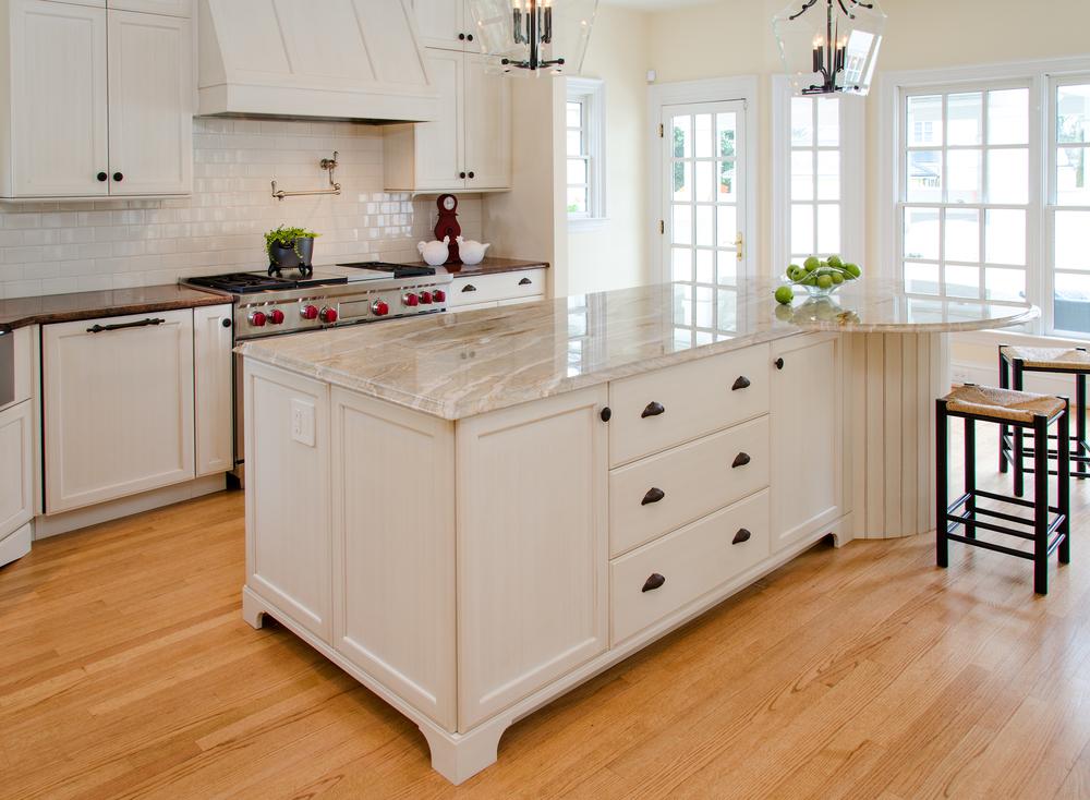 Custom-Kitchens-Jessee-Kitchen-Island-Stove-wall-31914.jpg