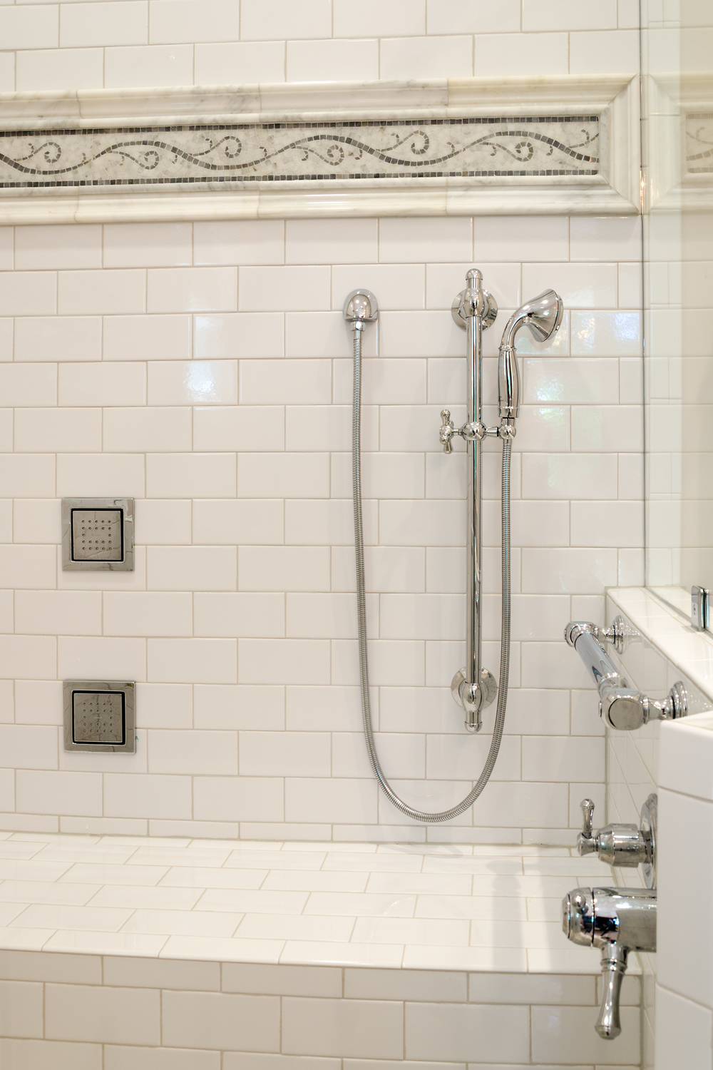 Custom-Kitchens-Wolenberg-Master-Bath-Shower-Detail-52214.jpg