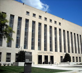 """E. Barrett Prettyman Federal Courthouse"" by AgnosticPreachersKid, licensed under CC BY-SA 3.0"
