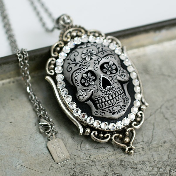 9354_dia_skull_full5.jpg