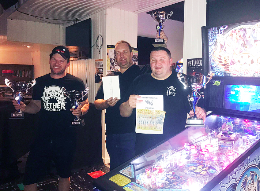 Franck Bona 1st place (right, eyes closed thinking about how much beer he can buy with that money), Paul Jones 2nd (left) and Richard Rhodes 3rd (centre).