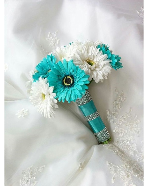 White and blue flower bouquet! Who loves this?