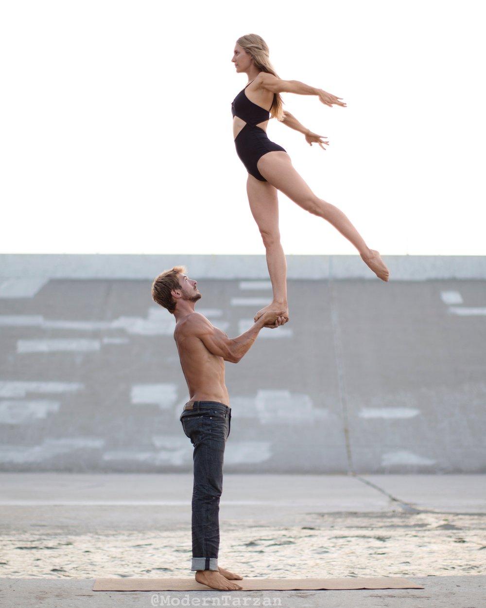 Acro yoga acroyoga moderntarzan.JPG