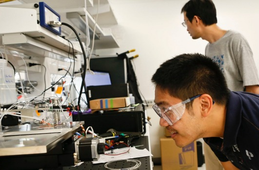 Research engineer Dan Guevarra, front, and staff scientist Cheng Xiang at the Joint Center for Artificial Photosynthesis at the California Institute of Technology (Caltech). Bloomberg