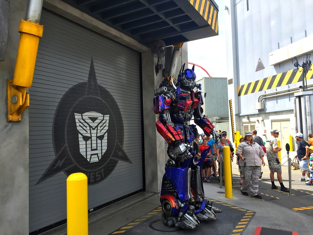 Guests can meet TRANSFORMERS characters like Optimus Prime near the N.E.S.T. building.
