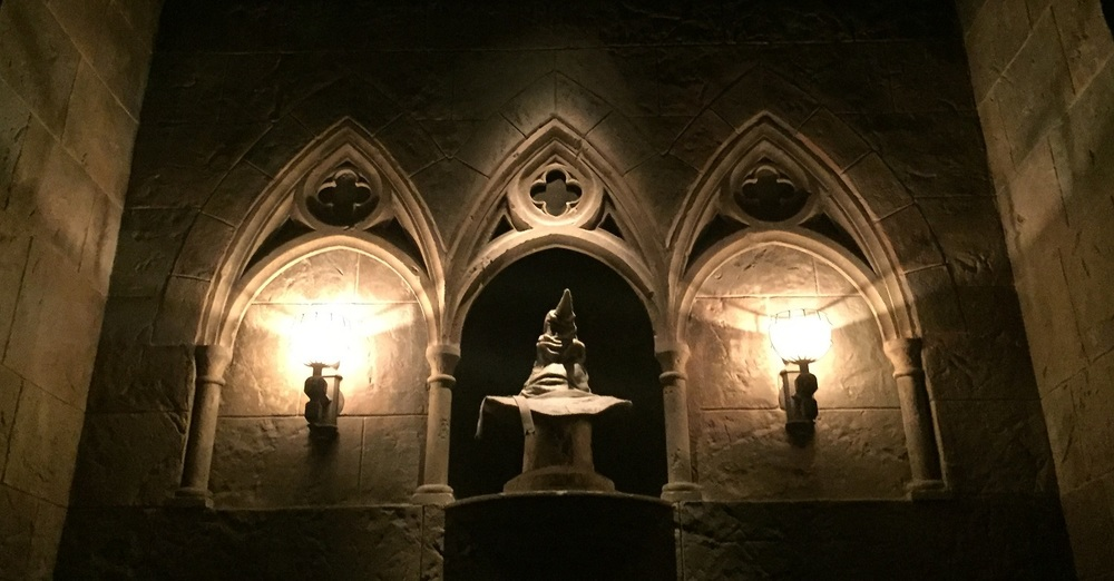 The Hogwarts Sorting Hat in the queue for Harry Potter and the Forbidden Journey.