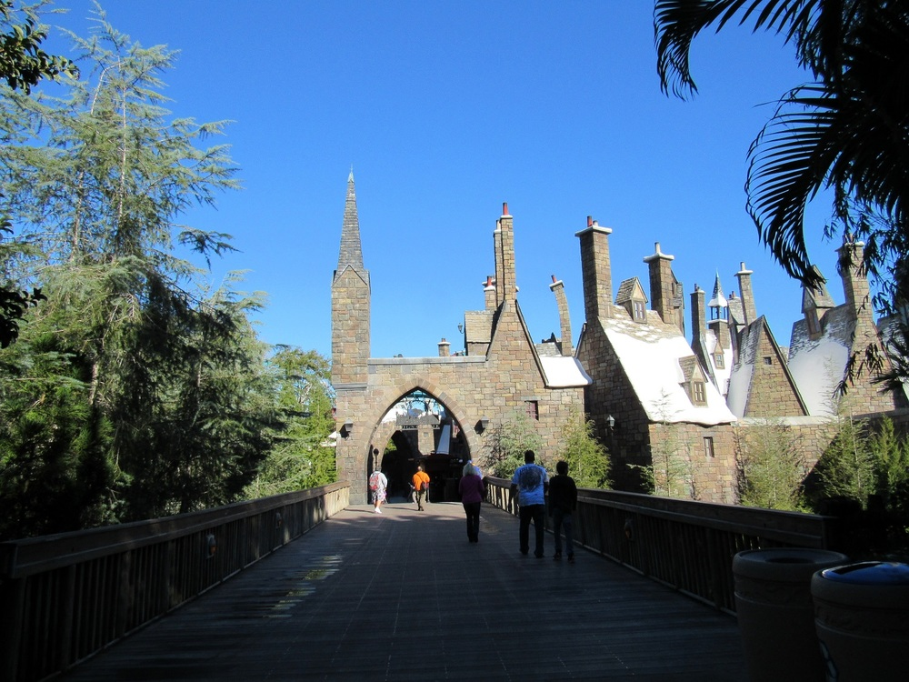 There is an excellent Hogwarts Castle photo opp on this bridge, which separates Jurassic Park and Hogsmeade Village.