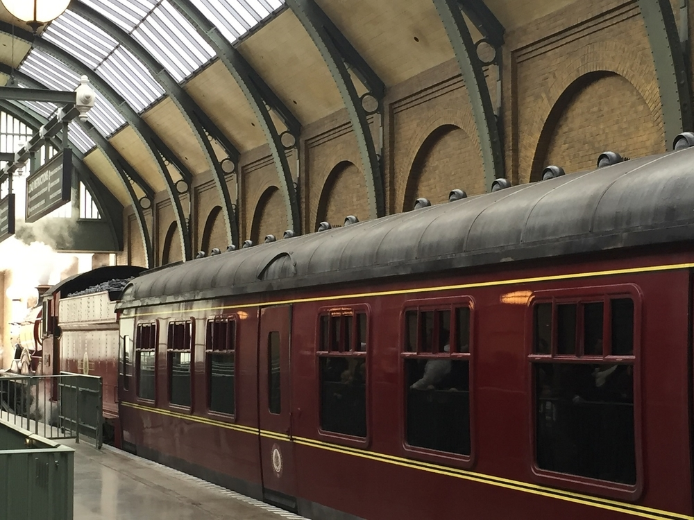 hogwarts-express-leaving.jpg